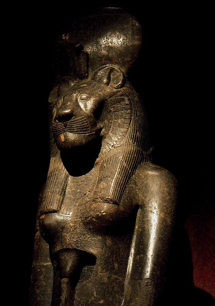421px-statue_of_sekhmet_in_the_turin_museum_italy